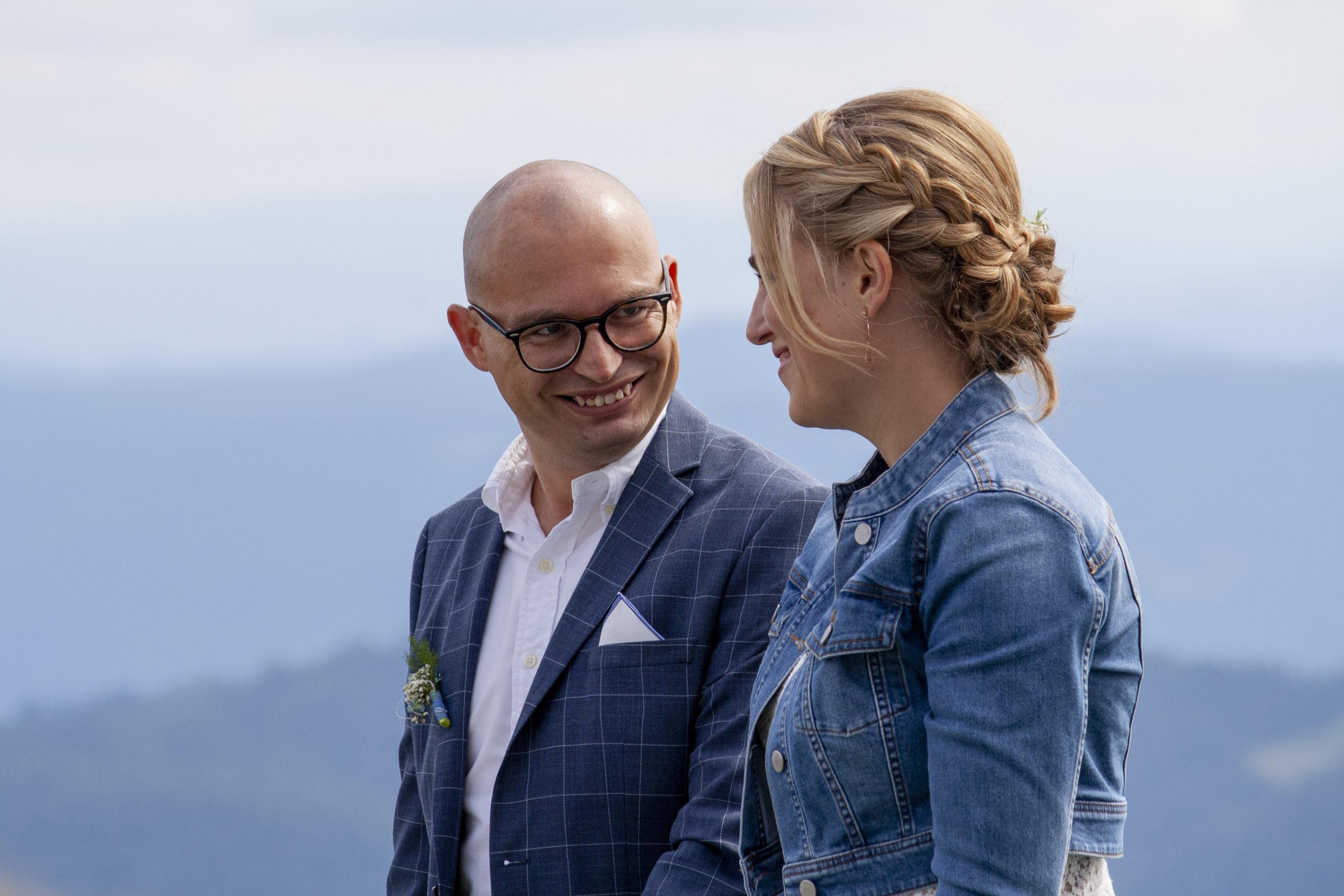 Brautpaar bei der freien Trauung