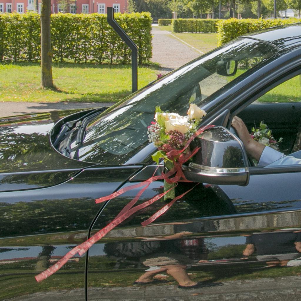 Blumen Hochzeitsauto