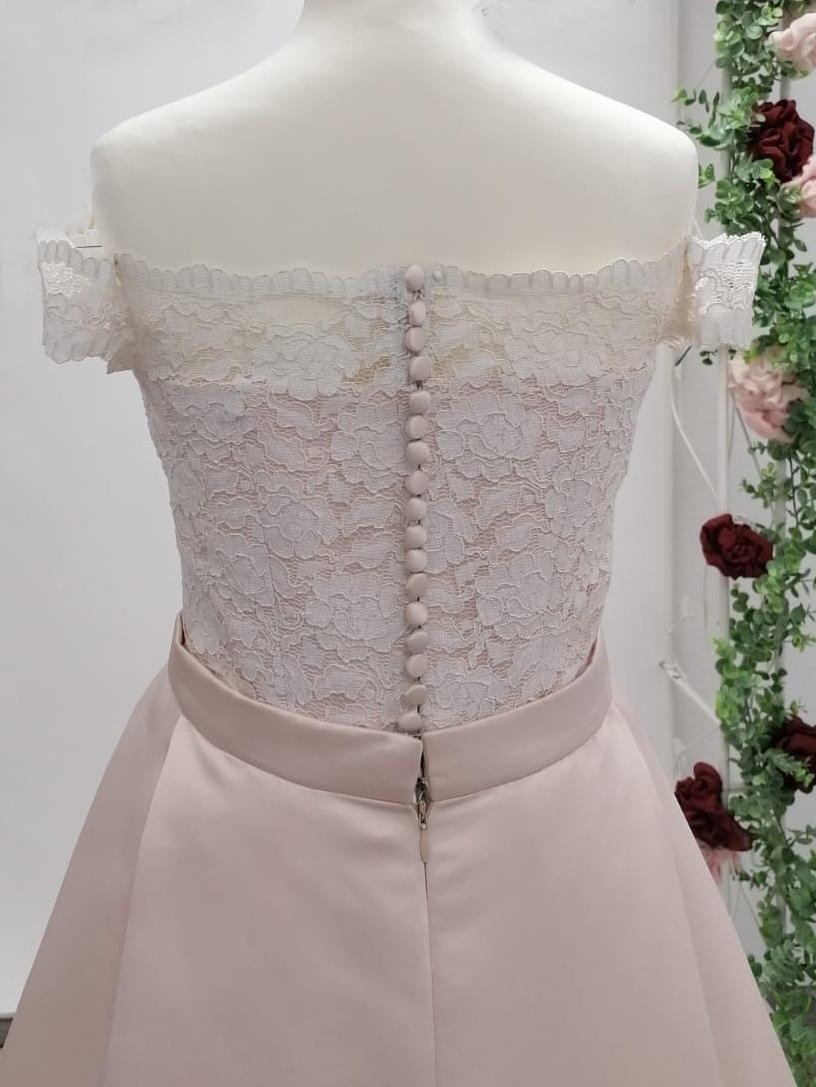 Rückenansicht Spitzenoberteil Brautkleid