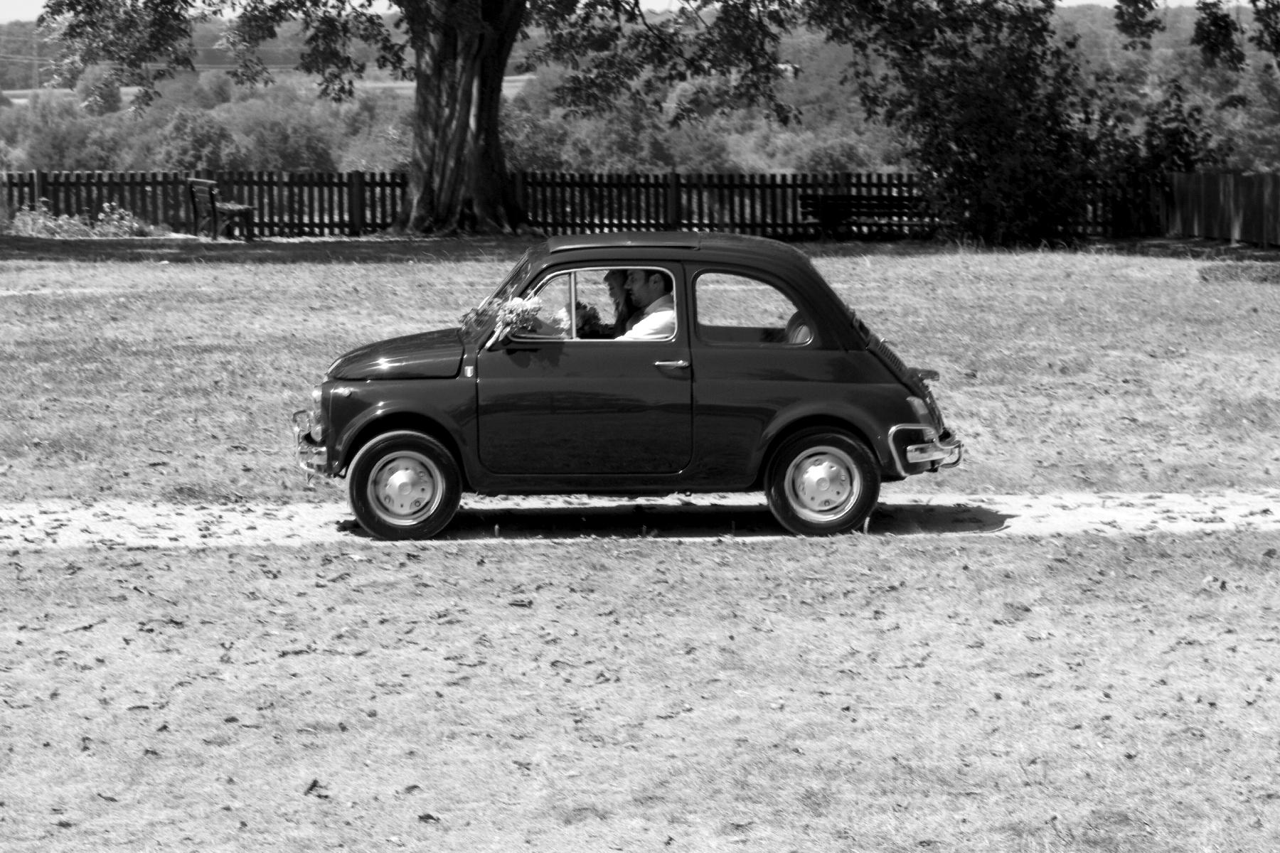 Brautpaar in Fiat