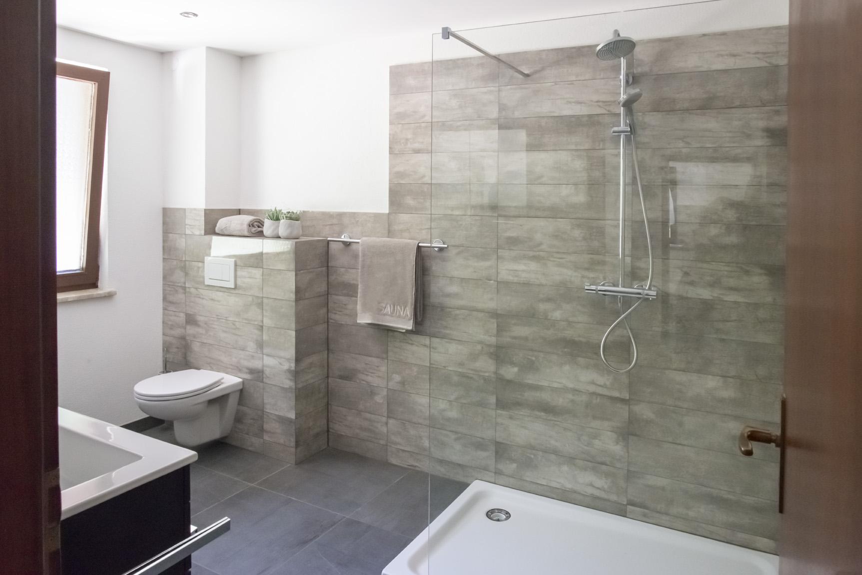 Badezimmer mit Dusche Ferienwohnung