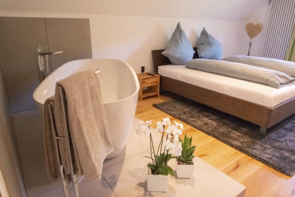Freistehende Badewanne Honeymoon-Suite